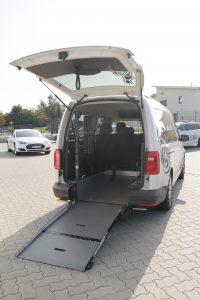 Rollstuhlgerecht fängt erst mit der Auffahrrampe an. Ihre Sicherheit liegt uns am Herzen, daher sind in unseren Fahrzeugen unter anderem auch spezielle Kopfstützen zusätzlich verbaut.